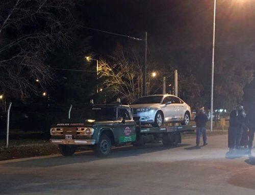 Necochenses quisieron entrar a Olavarría con el auto arriba de una grúa