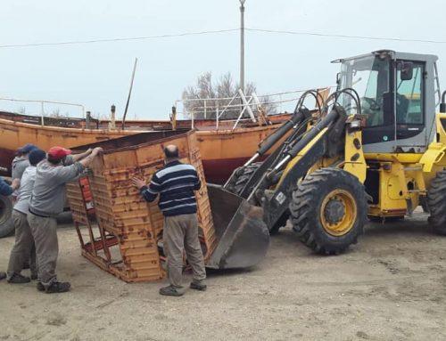 Movieron una antigua embarcación que será monumento