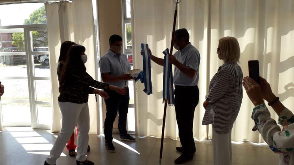 Photo of El Instituto Browniano realizó la entrega de la bandera de ceremonia al Ente Descentralizado