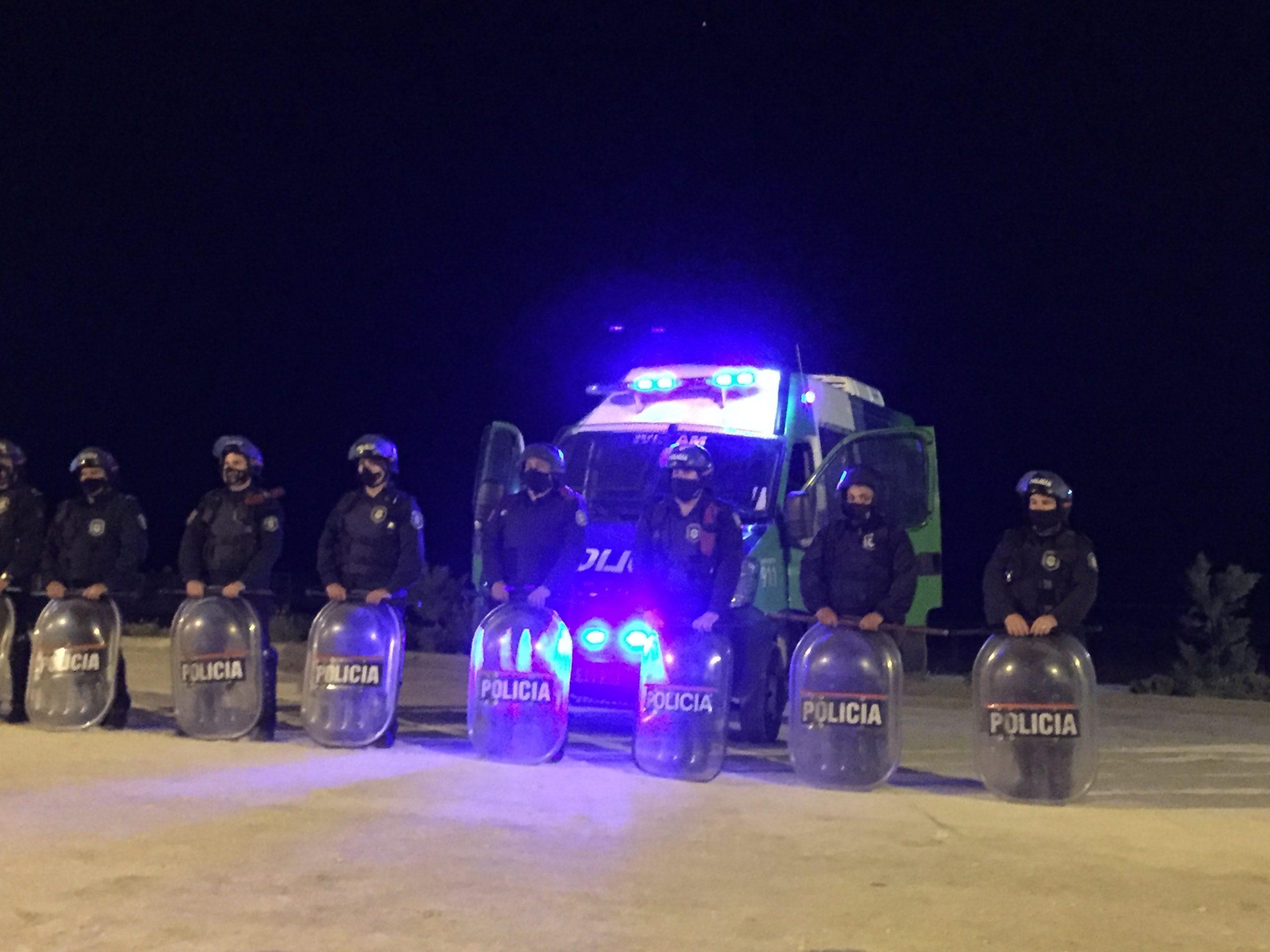 Photo of Toque de queda nocturno: desde hoy se suspenden las actividades de 1 a 6 de la madrugada