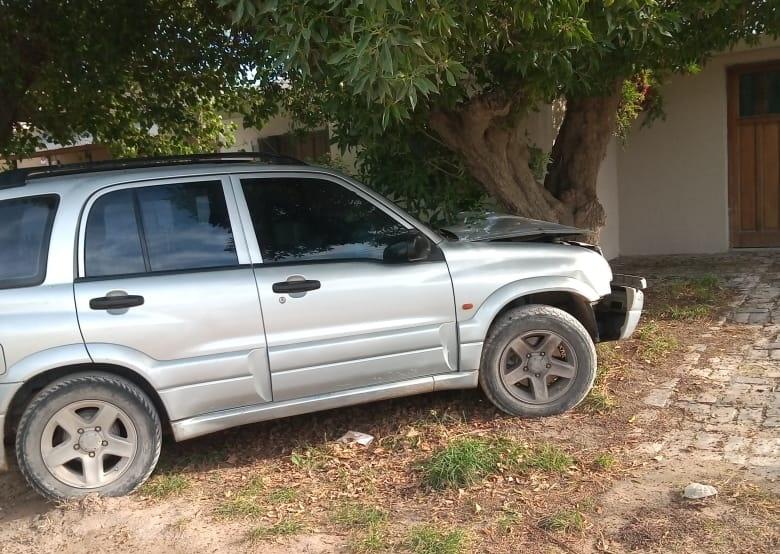 Photo of Una camioneta chocó contra un árbol