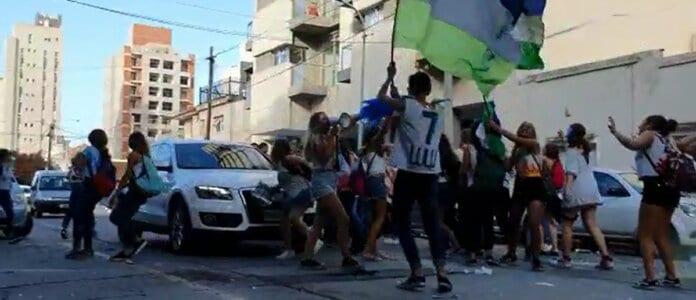 Photo of Mar del Plata: festejaban el UPD y fueron atropellados (video)